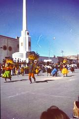 Carnaval de Oruro (I) (JF Sebastian) Tags: people dress crowd bolivia folklore parade carnaval scannedslide oruro rutaquetzal digitalized morethan100visits morethan250visits rutaquetzal1996 oldfilmautomaticcamera