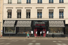 Place de la Madeleine - Paris (France) (Meteorry) Tags: paris france caf facade store europe magasin september gourmet storefront luxery faade chocolat fauchon th placedelamadeleine meteorry grovery 2013 piceriefine ledefrance alimentationdeluxe augustefauchon