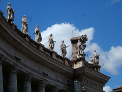 States above colonnades in St Peters Square, Vatican City (Andy Hay) Tags: summer italy sculpture holiday vatican stpeters rome square statues 2007 vaticancity colonnades