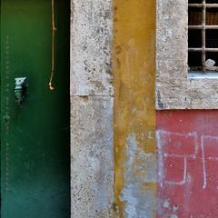la petite ficelle (archifra -francesco de vincenzi-) Tags: urban italy colors italia couleurs porte grille minimalismo colori molise isernia minimalisme цвета värit minimalart battente الألوان archifraisernia francescodevincenzi