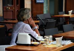 raccontami ... (ballcla (Claudio Ballestra)) Tags: street woman glass lady newspaper donna mujer nikon phone tea liguria femme journal teléfono te dame camogli telefono dama vidrio bicchiere verre té periódico thé téléphone giornale signora nikon7000 ballcla