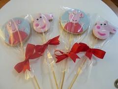 Festa Peppa Pig (A Magia do Sabor) Tags: infantil peppapig pirulito lembranas lembrancinhas diadascrianas biscoitodecorado bolachadecorada lembrancinhacomestvel pirulitodecorado cookiedecorado lembranacomestvel