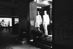 Le vetrine illuminate di Como (sirio174 (anche su Lomography)) Tags: vetrine illuminazione vetrineilluminate windows windowshop vetrina notte night como
