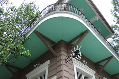 New Orleans - Defend New Orleans (Drriss & Marrionn) Tags: street usa house building architecture buildings logo outdoor balcony neworleans balconies gardendistrict streetviews defendneworleans neworleansla housestyle streetdetails neworleanscitytrip