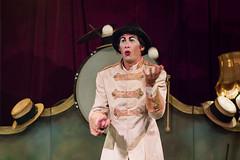 Mr. Plofplof (Juan Ig. Llana) Tags: teatro circo manos bolas bilbao zb pelotas sombreros malabarista leioa malabarismo espectculo actuacin umoreazoka2016