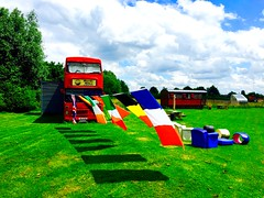 """Endroit insolite """"chez ma tente"""" pour passer un week-end. Wambrechies. (fourmi_7) Tags: red england bus weekend country location flags roulotte nord insolite tosleep drapeaux wambrechies busanglais"""
