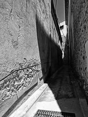 Callejon en Peralada (Luis M) Tags: calle girona lucesysombras gerona callejn peralada