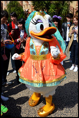 Daisy (ramonawings) Tags: tdl tokyo disneyland tokyodisneyland japon tic tac ticettac chip dale chipanddale max goofy daisy duck daisyduck canard chien pluto dog orient arabie eric princes princesse mermaid marin pirate statue beau canon ariel undertheseau tokyodisneysea disneysea sea