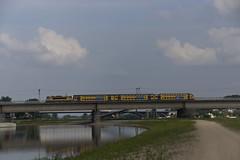 NS 1748 met DD-AR stam 7335 is net vertrokken uit de oudste stad van Nederland Nijmegen richting de hoofdstad van Gelderland Arnhem. De trein passeert hierbij de spoorbrug bij Lent 11-06-2016 (marcelwijers) Tags: holland net train nijmegen de is ns arnhem nederland eisenbahn railway van met railways stad trein uit bij stam spoorwegen lent gelderland nederlandse spoorbrug vertrokken stoptrein oudste ddar richting 1748 regionalbahn 7335 hoofdstad alsthom dutsch passeert hierbij staatsbahnen niederande 11062016 neiderlandischsche