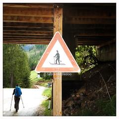 Beware! (labradoodledoo) Tags: alps germany bayern deutschland bavaria berchtesgaden hiking beware alpen wandern skiers vorsicht skifahrer