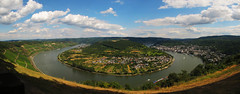 Rhine Loop, Germany (Batikart) Tags: city travel blue houses summer vacation sky panorama sun holiday mountains flower color colour tree green nature water grass weather yellow clouds forest train canon river germany landscape geotagged boats deutschland freedom wasser europa europe peace bend hiking sommer urlaub natur meadow wiese wolken tranquility sunny unescoworldheritagesite berge adventure vineyards recreation geology curve relaxation ursula fluss rhine landschaft rhein wandern reise boppard sander middlerhine rhinelandpalatinate mittelrhein 100faves 2013 200faves viewonblack rhinegorge gedeonseck batikart bopparderhamm canonpowershotg11