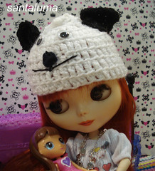 Aisha brincando com sua doll blythe!!