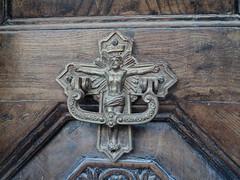 """Eine alte Tür mit der Kreuzigung Jesu • <a style=""""font-size:0.8em;"""" href=""""http://www.flickr.com/photos/65713616@N03/11046738233/"""" target=""""_blank"""">View on Flickr</a>"""
