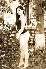 Csped (Peter 05) Tags: chile portrait woman sexy beautiful beauty face canon mujer eyes exterior legs retrato sensual pasto ojos rbol chicas mirada belleza coquette piernas juventud atrevida coqueta provocativa audacious sugerente