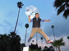Noche de brincos en Guadalajara / photo session of jumps in Guadalajara (jazztubo68) Tags: umbrella mexico fun jump arquitectura nikon perspective guadalajara parasol latinoamerica perspectiva brinco sombrilla divertido volar fliying creativo paragua p510