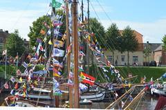 Carolinensiel - Hafenfest (ChristianPauk) Tags: germany deutschland boat boote east ostfriesland fest hafen fischer figuren niederlande flaggen carolinensiel kutter frisia fähnchen