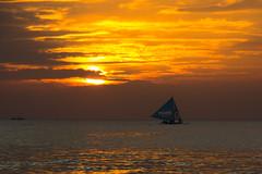 长滩岛的落日 | Sunset at Boracay (Owen Wong (Thank you)) Tags: ocean sunset sea cloud sun beach beautiful landscape gold boat asia warm sailing sundown philippines boracay 风景 日落 海滩 云 船 落日 海洋 美景 夕阳 大海 亚洲 沙滩 帆船 菲律宾 云层 航海 长滩 长滩岛