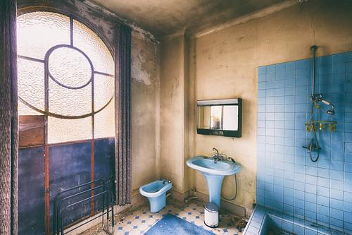 {Urbex} Manoir aux bouquets - Une petite douche ?