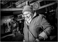 Happy lady (stejo) Tags: clock hat lady walking happy stockholm dam candid glad sergelstorg streetphoto drottninggatan mössa klocka åhlens gå gatufoto ilobsterit