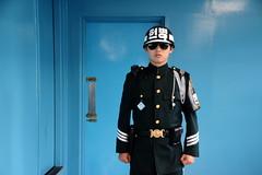Panmunjeom /  (Korea) - ROK Soldier (Danielzolli) Tags: soldier border confine korea southkorea frontier soldat vama northkorea jsa panmunjom core  corea dprk grenze cordon  sdkorea kordon frontiere koryo panmunjeom jointsecurityarea nordkorea hanguk kldr granica frontiera  coredusud democraticpeoplesrepublicofkorea choson hranice  coreadelsud coredunord hudut  coreadelnord demokratischevolksrepublikkorea dprkorea   dvrkorea