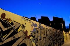 ciutat de cmic (txutis de can burrass) Tags: street blue moon black night graffiti noche calle nikon streetphotography santacruzdetenerife tamron canaryislands carrer nit urbanlandscape islascanarias