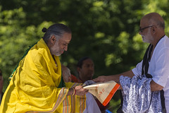 DUE_4327r (crobart) Tags: dedication statue ji golden vishnu hill ceremony richmond celebration idol hanuman unveiling hindu hinduism mandir bapu pujya morari