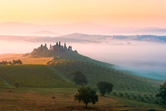 Tuscan sunrise (Thierry Hennet) Tags: italy mist green yellow fog sunrise landscape dawn italia scenic hills serenity tuscany siena pienza toscana clearsky sanquiricodorcia a900 70200mmf28g