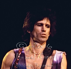 Michael Conen - [PROOF] Keith Richards riffin CLOSEUP [The Rolling Stones - Rupp Arena, Lexington Ky 12-11-81] (michael conen) Tags: lexington kentucky therollingstones keithrichards rupparena 121181 michaelconen anyfurtheruserequirespermissionfromthephotographer