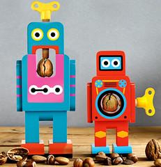 ロボットに見えるクルミ割り人形 display_name, j-tokkyo.com 木製のゼンマイ仕掛けを取り入れたクルミ割りの人形。ロボットのように見えて、カラフルな色を持って、とってもかわいいので、インテリアとしても素敵。 デザイナー:Matthias Zschaler 【公式サイト】