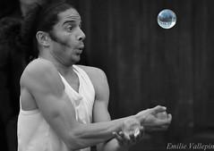 Stay with me (Lalykse) Tags: street annecy streetartist juggler rue minstrel jongleur 70300 nikond3200 artistederue