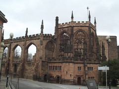 Ruins of the old Coventry Cathedral (ell brown) Tags: greatbritain england ruins unitedkingdom coventry westmidlands coventrycathedral bayleylane gradeilistedbuilding gradeilisted stmichaelsavenue prioryst coventryblitz blitzofcoventry medievalparishchurch ruinsofcoventrycathedral bayleyln priorystreetpedestrianconcourse ruinedcathedralchurchofstmichael ruinedcathedralchurchofstmichaelcoventry naveandchancelwithaisles