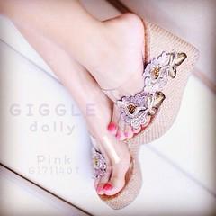 รองเท้าส้นเตารีดงานใหม่ล่าสุด ส้นรองเท้าถักด้วยเชือกผสมกริตเตอร์ ปีกลายสวยมากค่ะ ความสูง4นิ้ว เสริมน่าใส่สบายเท้า ด้านน่าเป็นพาสติกใสงานคุณภาพไม่บาดเท้าค่ะ มี3สี ขนาดปกติ35-40 พร้อมส่งดอกไม้สีดำ สีชมพู สีเงิน  750- ฟรี ems  >>> สั่งสินค้า ขอรายละเอียดเพิ่
