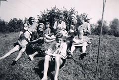 Lunch Break (TrueVintage) Tags: bw 1930s essen break eating farming landwirtschaft nostalgia oldphoto sw vintagepeople pause past foundphoto nostalgie lunchbreak vergangenheit mittagspause vintagephoto