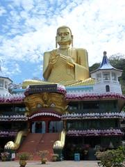 Golden temple, Dambulla (Ronald van Beuningen) Tags: goldentemple dambulla goudentempel
