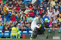 Real Madrid - Valencia CF-11 (VAVEL Espaa (www.vavel.com)) Tags: realmadrid santiagobernabeu estadiosantiagobernabeu laliga valenciacf sergioramos ligabbva mustafi realmadridvavel valenciavavel despedidaarbeloa
