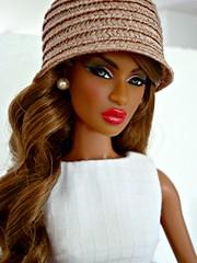 Sideglance (Deejay Bafaroy) Tags: red portrait white black rot hat fashion closeup toys doll dress barbie portrt lips hut dominique makeda fr weiss royalty puppe integrity lippen kleid tantalizing nuface