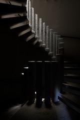 Un pas de plus vers la lumire (FOCUS404) Tags: architecture decay forgotten exploration past manoir verlassen patrimoine urbex oubli abandonn pass marode f404