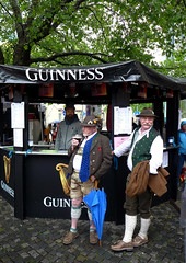 Praktische Integration in Mnchen (cure di marmo) Tags: men guinness nationalcostume tracht