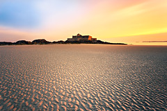 Mirage sur le Sillon ... (Ludovic Lagadec) Tags: sea sky seascape france beach architecture french sand brittany dream sable bretagne breizh armor paysage plage saintmalo stmalo filtre illeetvilaine poselongue bretagnenord grandemare bw110 filtrend