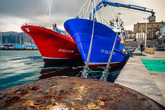 Tower Download   ///   Descarga de Torre (Walimai.photo) Tags: boat ship barco red rojo blue azul tower torre getaria sea mar ocean ocano cantbrico gra lumix lx5 panasonic