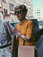 Temores (Nacho P0P) Tags: madrid street old espaa woman spain flickr amarillo seora gafasdesol nachopop simancas agarrada vsco iphone6 img1170b iphone6s