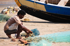 Fisherman with rope.jpg (melissaenderle) Tags: labor vizag andhrapradesh travel asia