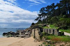 Ruinas en la playa (Peter Wayne) Tags: playa ruinas calma luz verano paz contraste paisaje naturaleza