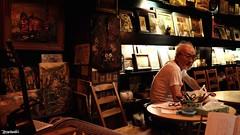 マサル・W氏 ある日の肖像 (atacamaki) Tags: life portrait people men japan bar f14 story artists fujifilm ポートレート xf 男性 23mm xt1 金町 赤いグラス jpeg撮って出し atacamaki 洋画家