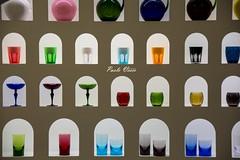 Un tocco di colore - A touch of color (Pablos55) Tags: glasses vetrina showcase niches bicchieri cristals cristalli nicchie