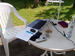 Sommer-Arbeitsplatz (onnola) Tags: summer garden handy table office chair phone terrace sommer laptop terrasse tisch arbeit garten bro homeoffice flasche stuhl becher mineralwasser kaffeetasse heimarbeit outdoortelefon