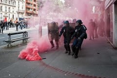 Paris (Federico Verani) Tags: street city paris france streets june work photography riot police travail strike rue legge francia citt loi parigi lavoro teargas polizia grve sciopero clashes generalstrike 2016 casseur grvegnrale scontri lacrimogeni scioperogenerale elkhomri loitravail loielkhomri