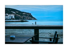 Sesimbra, Portugal (Sr. Cordeiro) Tags: lenstagger sesimbra portugal praia beach anoitecer nightfall passeio walk co dog azul blue sony a7 a7ii minolta mc rokkorpf 55mm f17