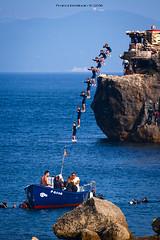 Saltando al Estrecho (Franci Esteban) Tags: salto estrechodegibraltar tarifa secuencia rfaga mar mediterraneo isladetarifa isladelaspalomas barco fotografasecuencial sequentialshooting