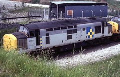 37677 & 37520 at Hindlow on loaded PHV ICI hoppers 28/06/93 (37686) Tags: loaded ici hoppers phv 37677 hindlow 37520 280693